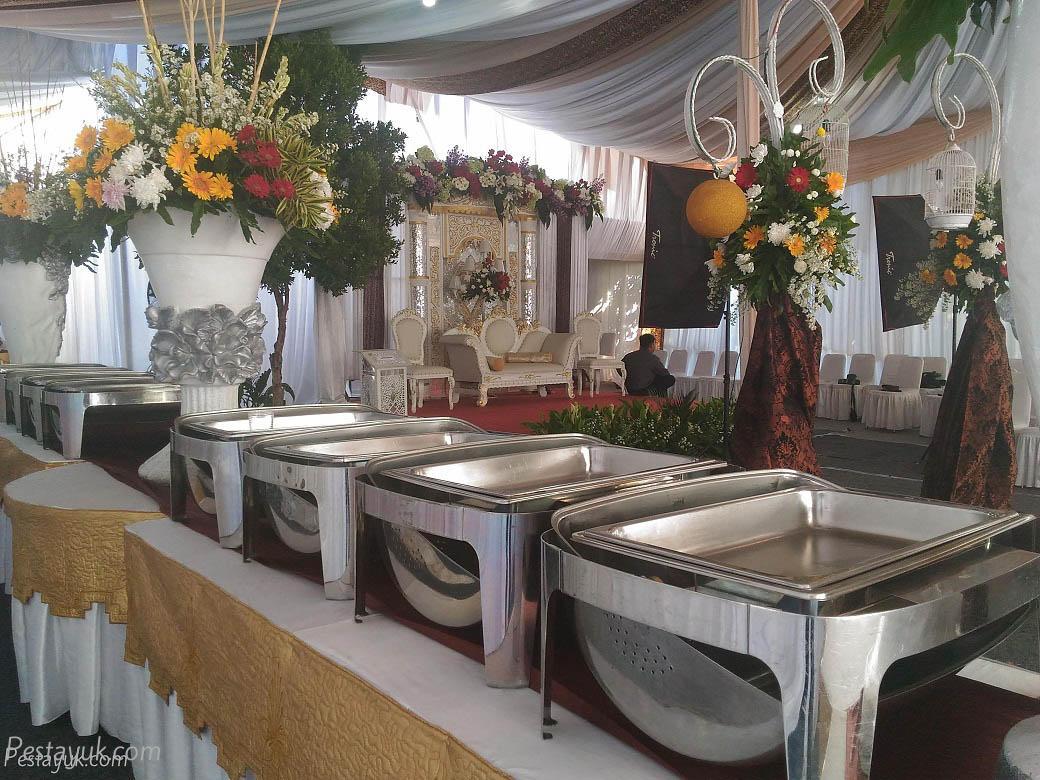 Sewa peralatan makan wedding